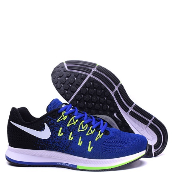 02821bee558ff NWOTs Men s Nike Air Zoom Pegasus 33 Sneakers. M 5b7760839e6b5bea350e607d